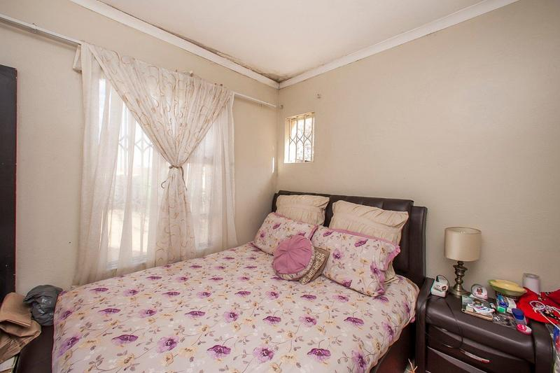 Property For Sale in Northcliff, Johannesburg 10