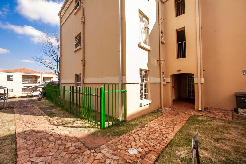 Property For Sale in Northcliff, Johannesburg 11