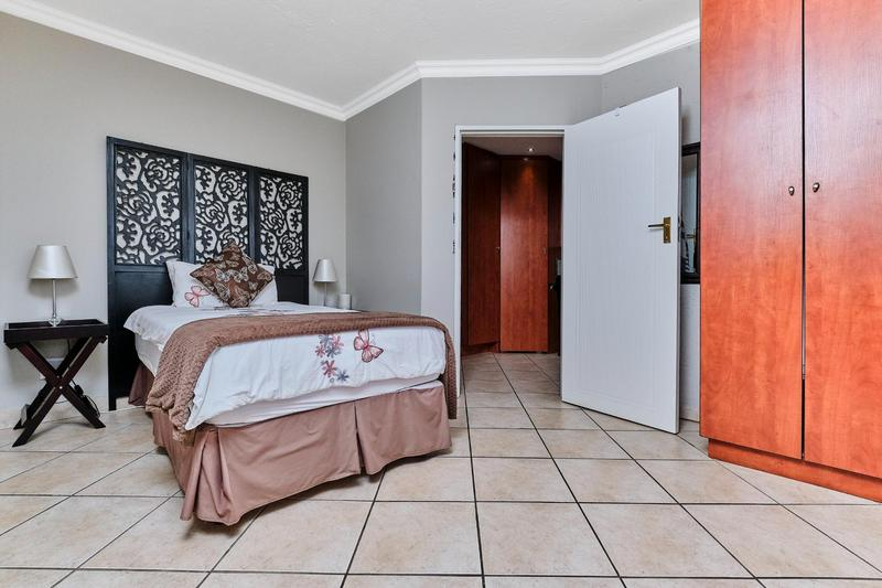 Property For Sale in Helderkruin, Roodepoort 12