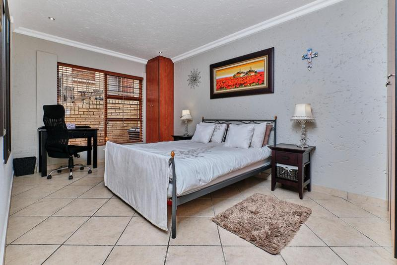 Property For Sale in Helderkruin, Roodepoort 16