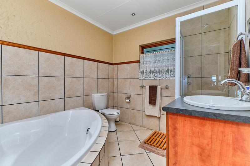 Property For Sale in Helderkruin, Roodepoort 18